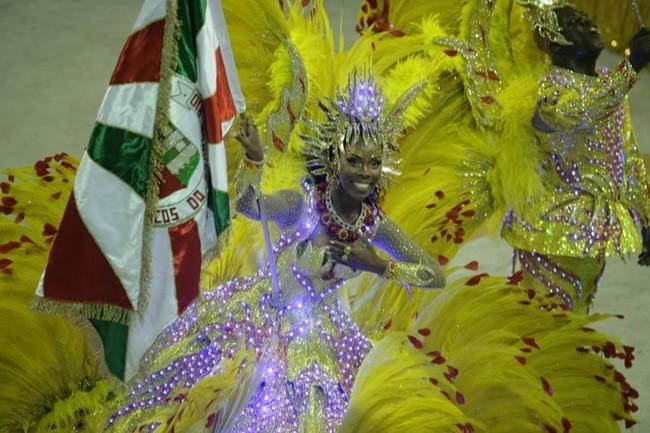 rio-carnival-samba-school-flags-academicos-do-grande-rio-flag-bearer