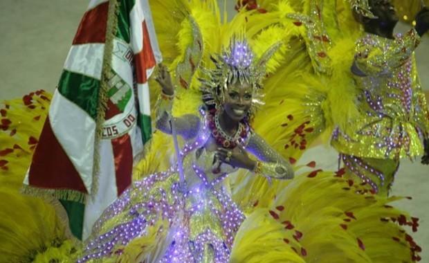rio-carnival-samba-school-flags-academicos-do-grande-rio-flag-bearer[1]