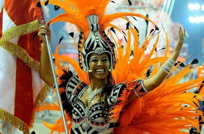 rio-carnival-samba-school-flags-academicos-do-salgueiro-flag-bearer