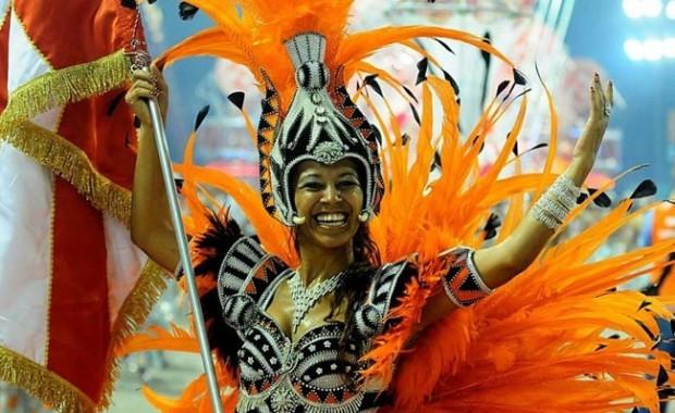 rio-carnival-samba-school-flags-academicos-do-salgueiro-flag-bearer[1]