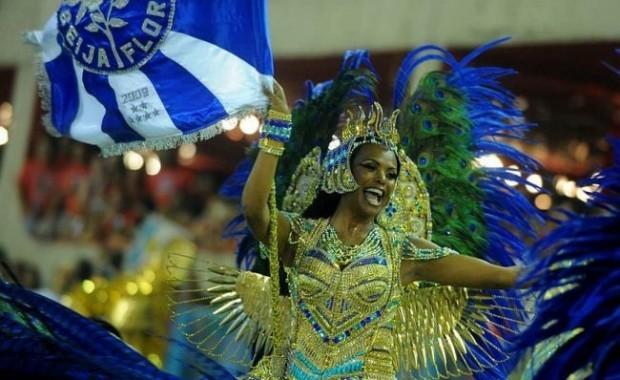 rio-carnival-samba-school-flags-beija-flor-flag-bearer[1]