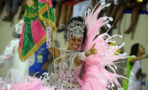 rio-carnival-samba-school-flags-mangueira-flag-bearer[1]