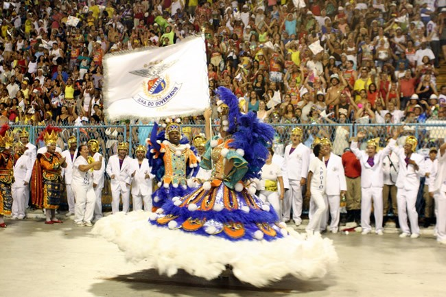 rio-carnival-samba-school-flags-academicos-do-uniao-ilha-flag-bearer