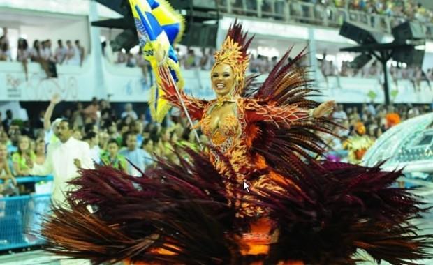 rio-carnival-samba-school-flags-academicos-do-unidos-tijuca-flag-bearer[1]