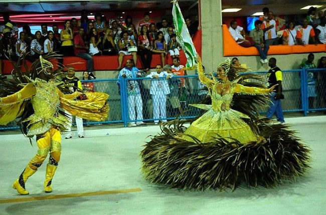 rio-carnival-samba-school-flags-mocidade-independente-padre-miguel-flag-bearer