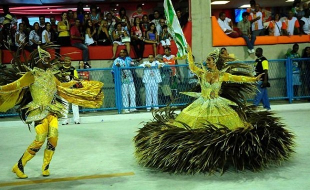 rio-carnival-samba-school-flags-mocidade-independente-padre-miguel-flag-bearer[1]