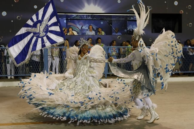 rio-carnival-samba-school-flags-portela-flag-bearer