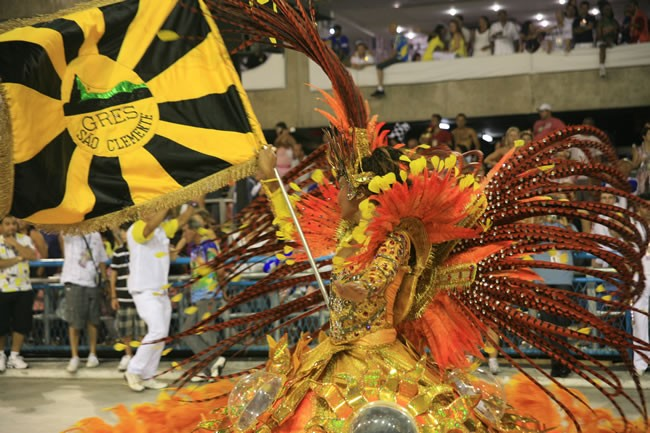 rio-carnival-samba-school-flags-sao-clemente-flag-bearer