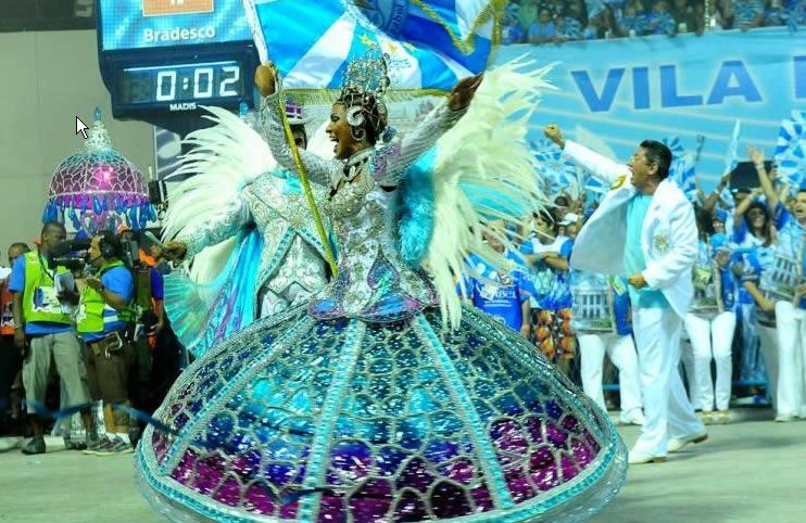 rio-carnival-samba-school-flags-vila-isabel-flag-bearer