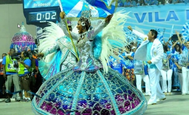 rio-carnival-samba-school-flags-vila-isabel-flag-bearer[1]