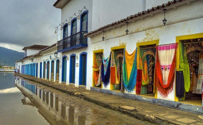 High tide at Paraty Historic Center