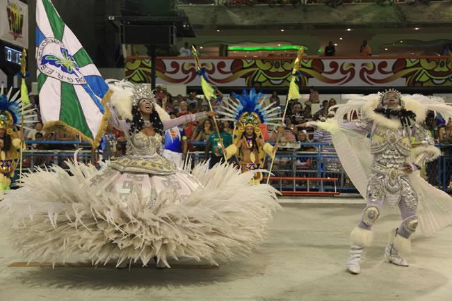 rio-carnival-carnival-samba-parade-sambadrome-flag-bearer-academicos-rocinha