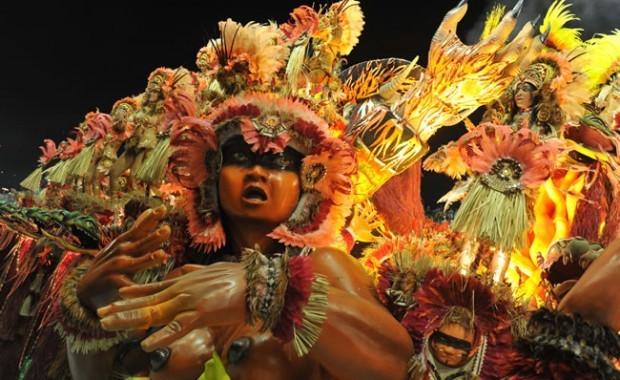 rio-carnival-carnival-samba-parade-sambadrome-float-beija-flor-samba-school-detail[1]