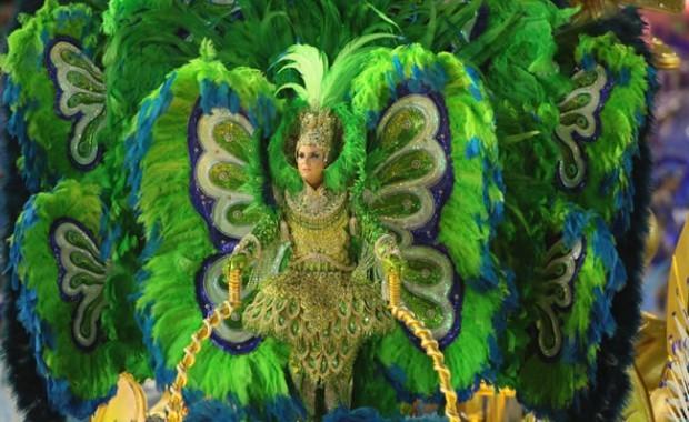 rio-carnival-samba-parade-sambadrome-float-at-the-parade-luxurious-costume-academicos-rocinha[1]