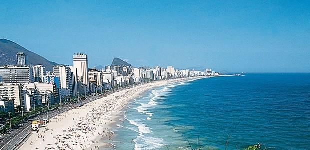 rio-de-janeiro-brazil-copacabana-beach-hotels[1]