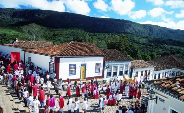 tiradentes-minas-gerais-brazil-religious-procession[1]