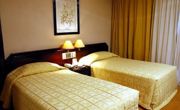 brasilia-brazil-naoum-plaza-hotel-room[1]