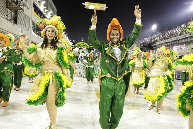 rio-carnival-carnival-samba-parade-sambadrome-float-academicos-do-cubango