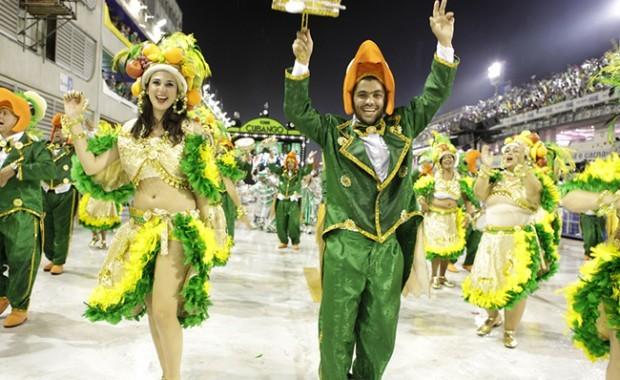 rio-carnival-carnival-samba-parade-sambadrome-float-academicos-do-cubango[1]