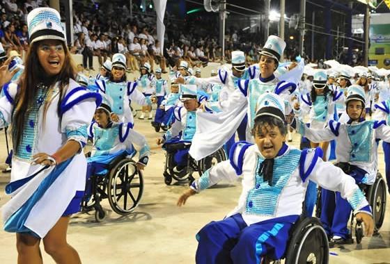 happy-dancers-in-sambadrome[1]