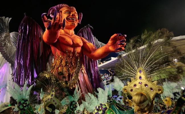 Mocidade Samba Schol parade in Rio during carnival