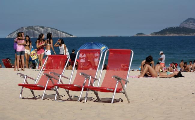 Daylife in Copacabana beach